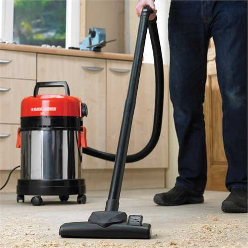 Black and Decker - ro 1400W Wet  Dry Vacuum cleaner  with socket - WBV1405P